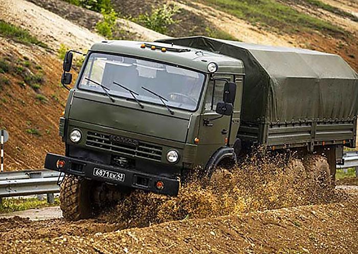 На специализированных полигонах в Брянской и Воронежской областях военнослужащие отработали технику управления грузовыми и легковыми автомобилями, а также легкобронированной техникой.