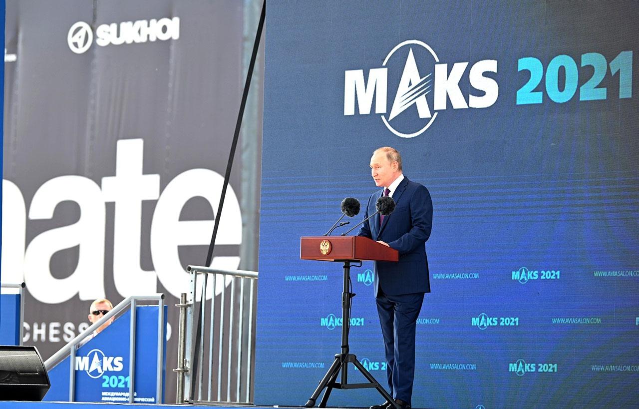 Президент РФ Владимир Путин выступает на церемонии открытия Международного авиационно-космического салона МАКС-2021.