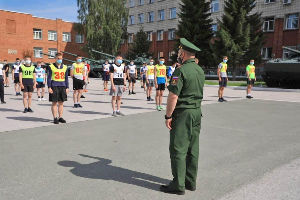 В течение трёх недель преподаватели военных вузов совместно с представителями военных комиссариатов определяли уровень физической подготовленности и здоровья.