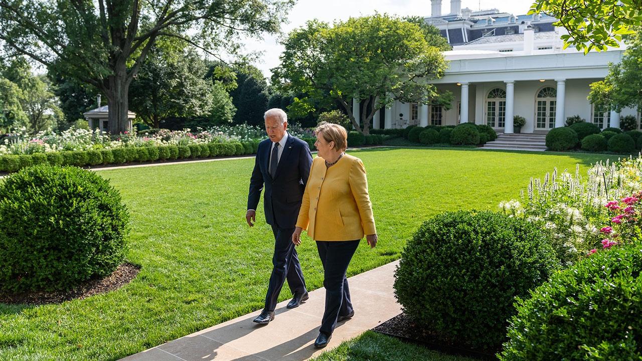 Джозеф Байден сообразил, что США выгоднее заполучить в лице ФРГ благодарного партнёра, чем затаившего смертельную обиду потенциального оппонента.