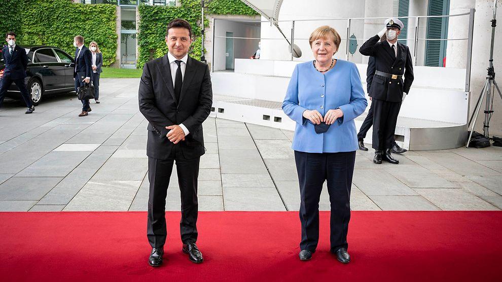 Зеленский надеялся на лучшее, а у фрау Меркель свои, германские, интересы.