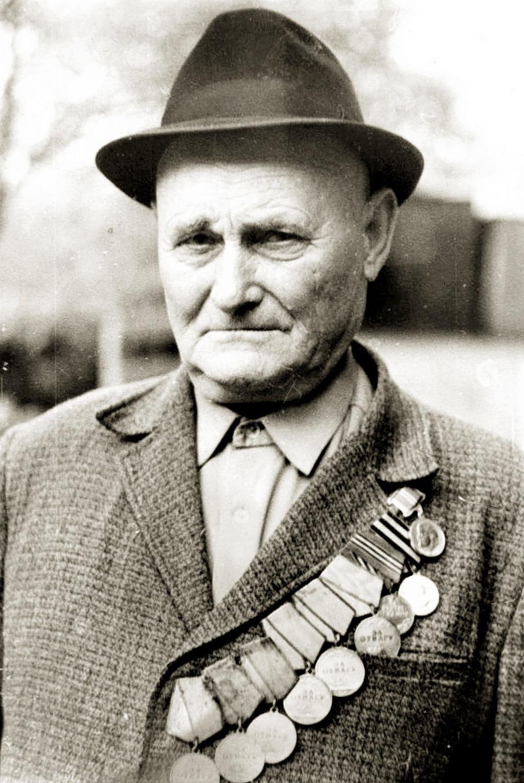 Сержант медицинской службы Грецов Семён Васильевич был награждён шестью медалями «За отвагу».