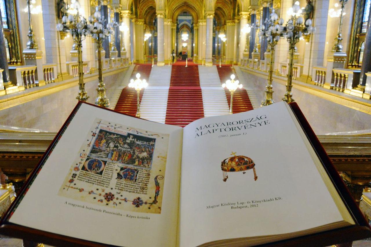 С 2012 года Венгрия живёт с новой конституцией. Христианской.