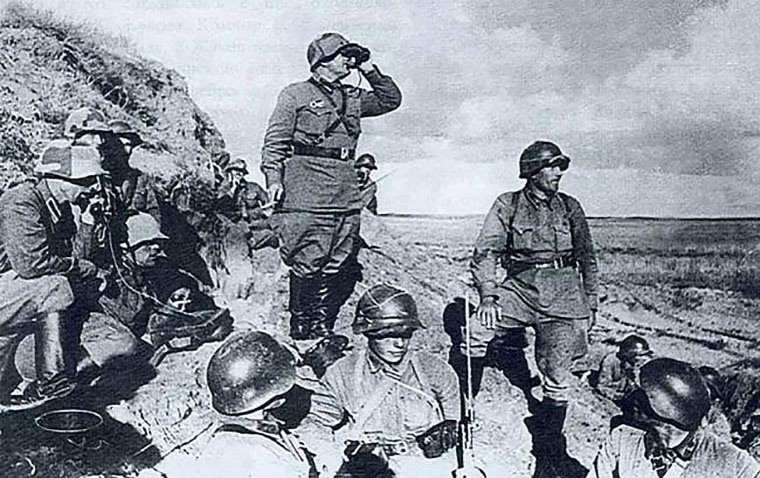 За бои с японскими захватчиками в районе озера Хасан в 1938 году медалью «За отвагу» были награждены 1.336 красноармейцев, командиров, политработников.