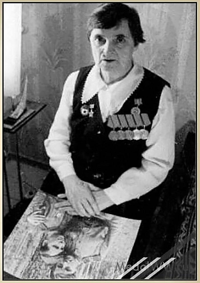 Санинструктор, гвардии сержант Ипполитова Вера Сергеевна (по мужу Потапова) награждена медалью пять раз.