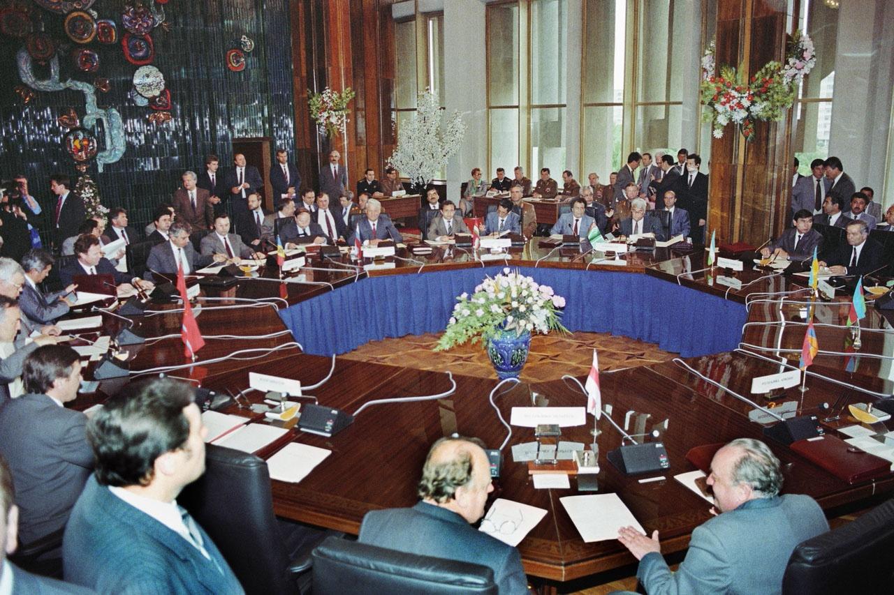 Армения, Казахстан, Киргизия, Россия, Таджикистан и Узбекистан 15 мая 1992 года подписали в Ташкенте договор о коллективной безопасности (ДКБ).