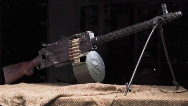 Первый ручной пулемёт Максима-Токарева. На вооружение армии нашего государства был принят 26 мая 1925 года.