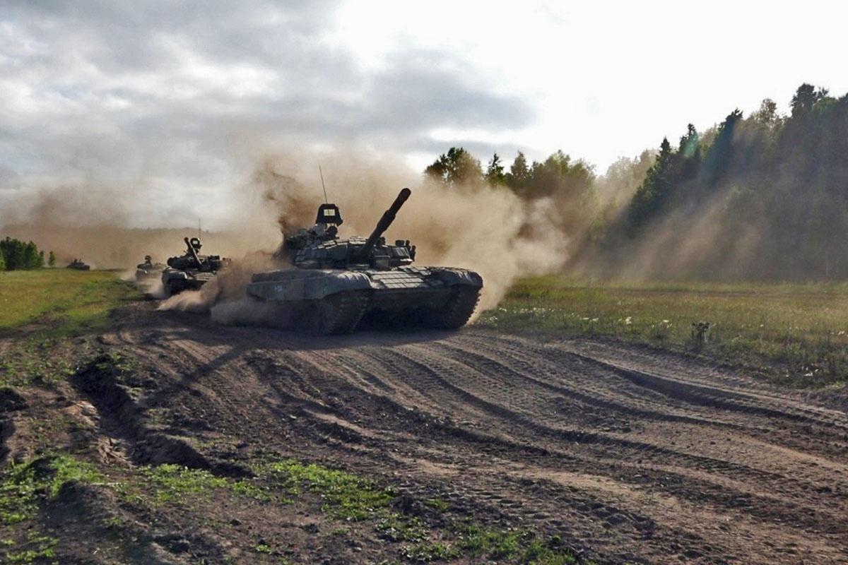 Российские танкисты уже совершили двухсоткилометровый марш от полигона Ляур на полигон Харб-Майдон.