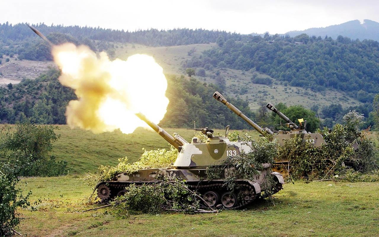 Расчёты самоходных артиллерийских установок «Акация» огнём 152-мм орудий в течение 10 минут выжигали горный распадок до скального грунта.