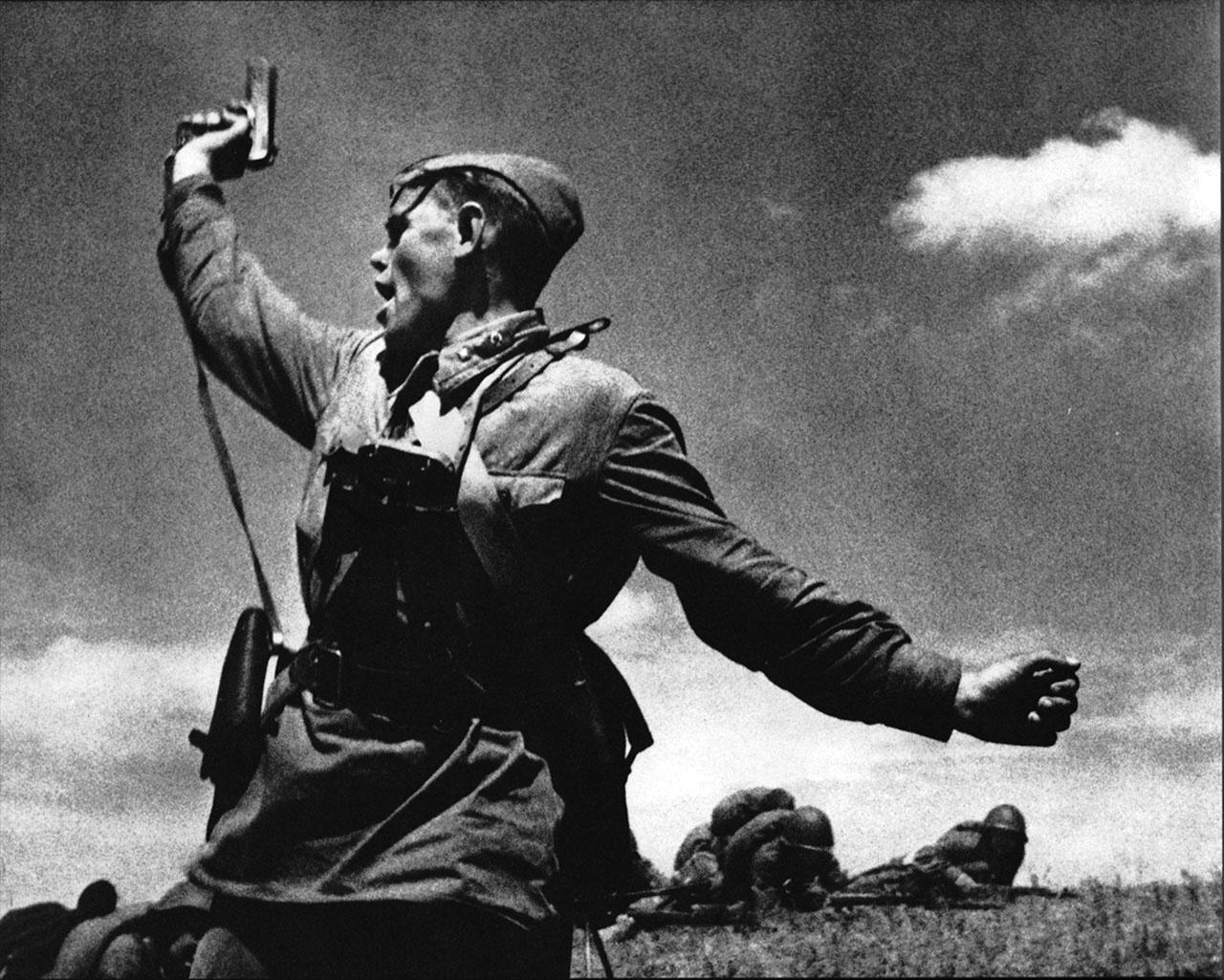 Макс Альперт. «Комбат» (младший политрук Алексей Еременко поднимает бойцов в атаку).
