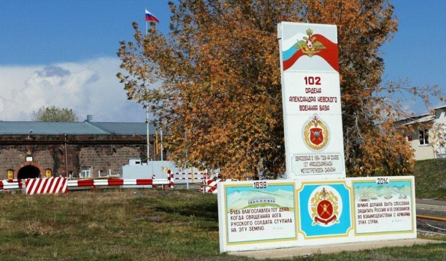 Создание соответствующей информационной базы для поднятия вопроса о нецелесообразности дальнейшего пребывания в РА 102-й Российской военной базы в Гюмри - конечная цель спецслужб с берегов Туманного Альбиона (MI-6) и Потомака (CIA).