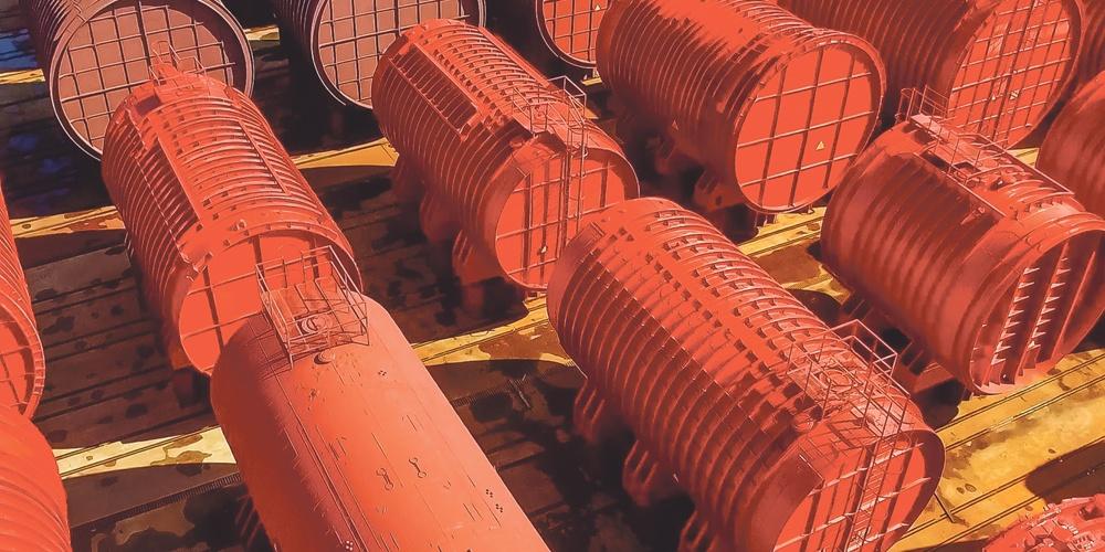 Одноотсечные реакторные блоки АПЛ на площадке длительного хранения.