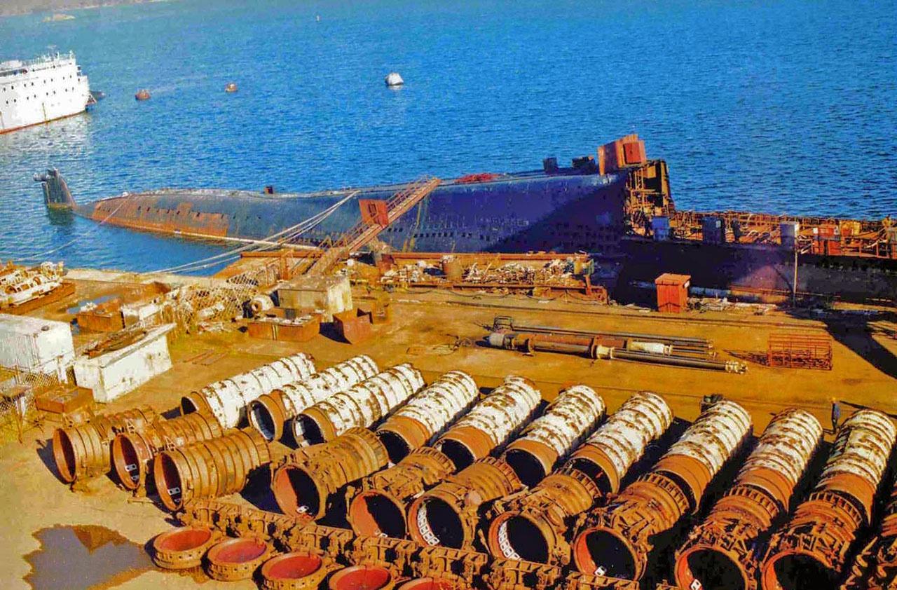 Утилизация кораблей с атомными движителями - дорогостоящее и хлопотное дело.