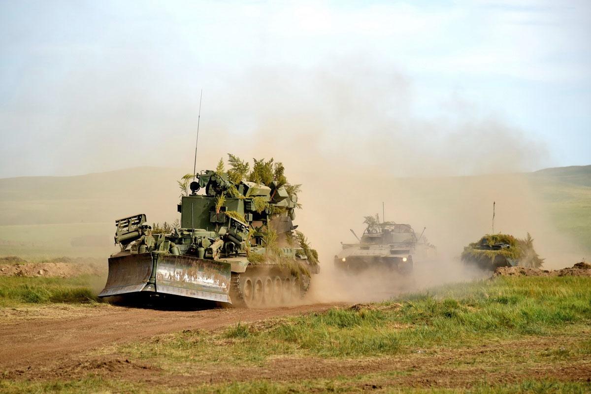 На полигоне Аданак в Дагестане военнослужащие проведут работы с практическим применением бульдозера ДЗ-110, экскаватора ЭОВ-4421, автомобильного крана КС-45719 и автогрейдера ДЗ-180.