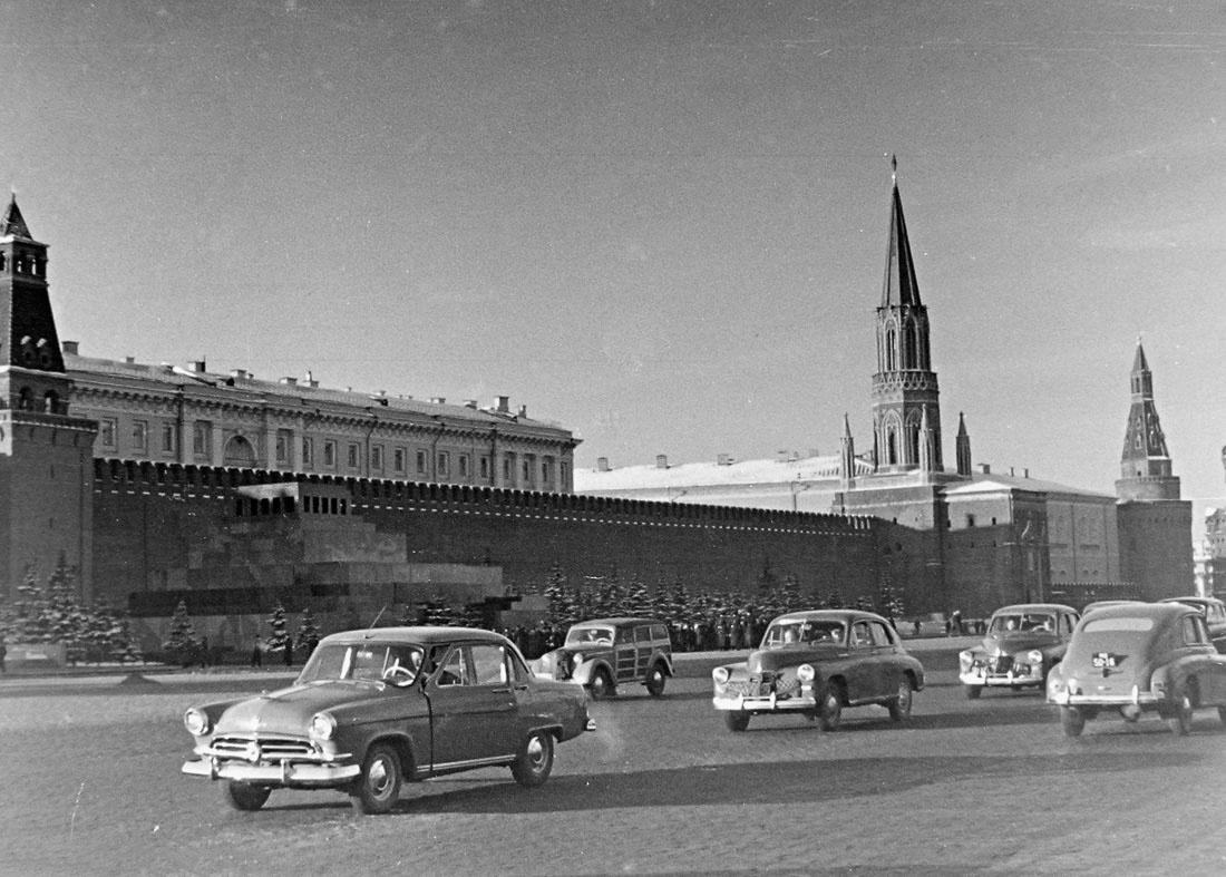 В конце сентября 1962 года Бернар прилетел в Москву и встречался со специалистами военно-промышленного комплекса СССР.