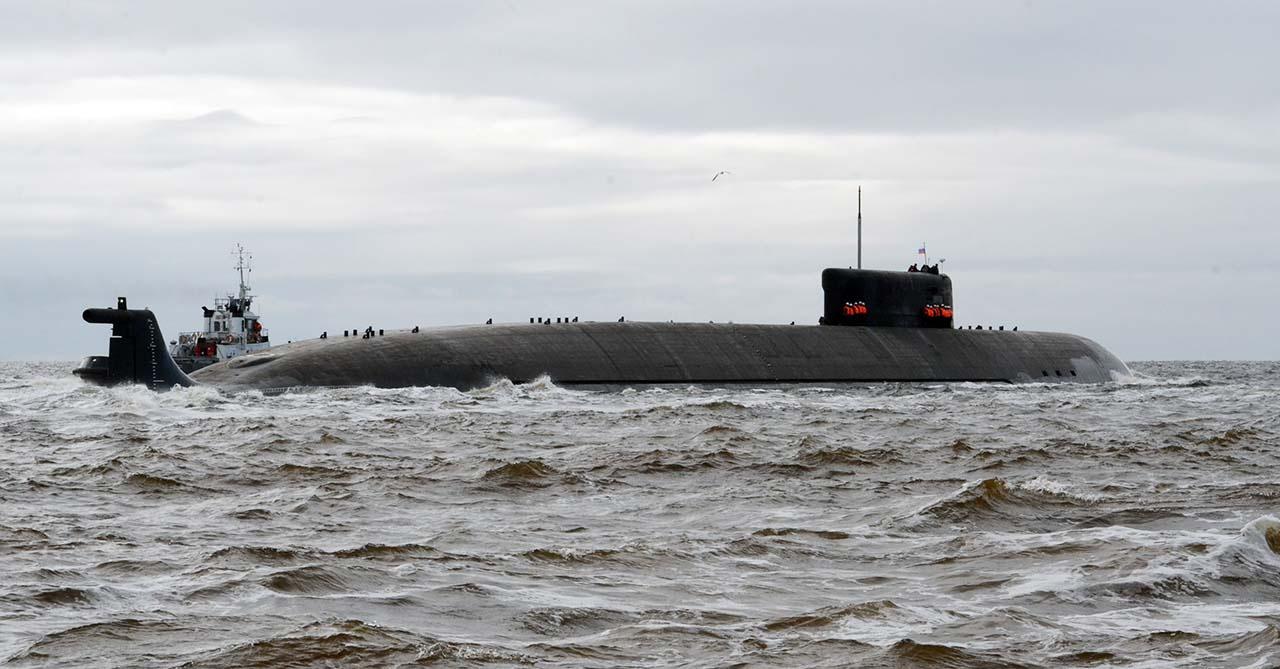 Атомная подводная лодка специального назначения К-329 «Белгород» на ходовых испытаниях.