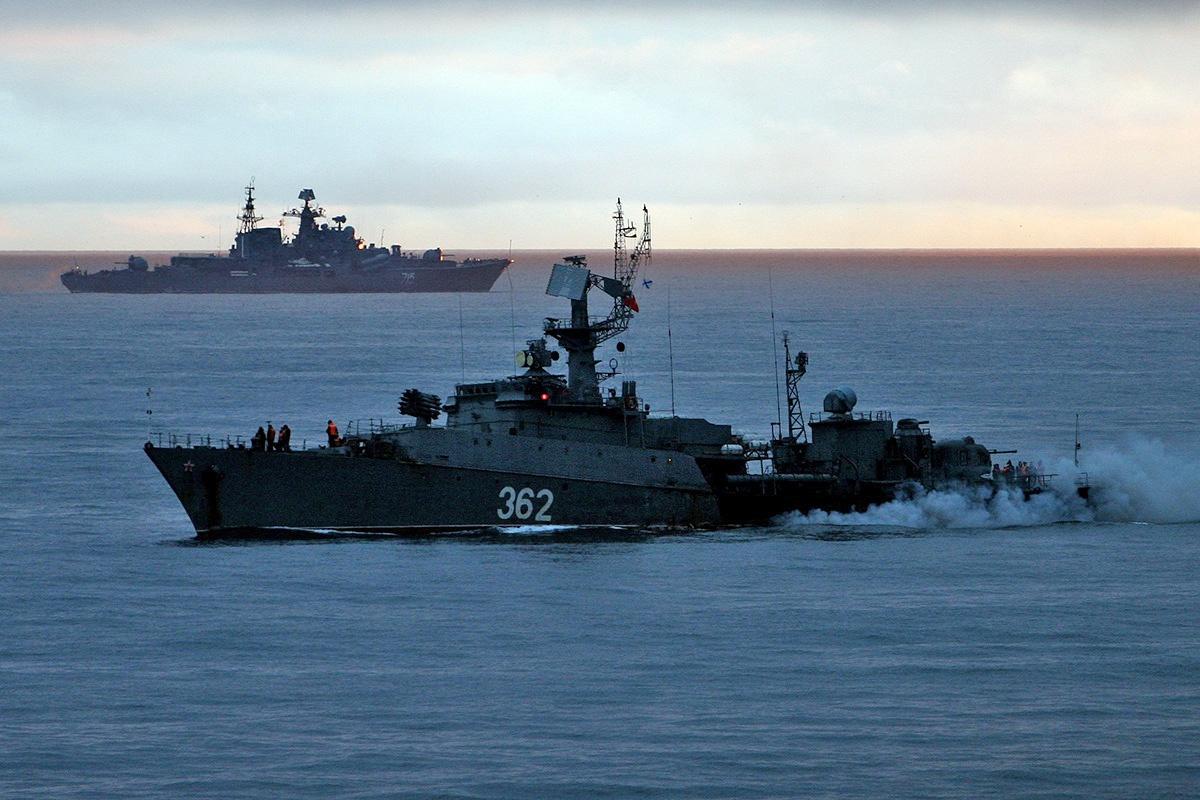 Учения Тихоокеанского флота ВМФ России прошли в конце июня этого года примерно в 4.000 км к юго-востоку от Курильских островов и неподалёку от Гавайских островов (США).