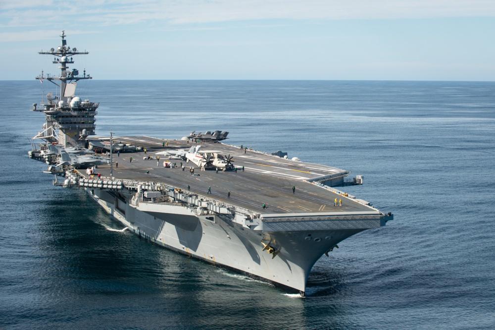Впервые с истребителями F-35С и новыми конвертопланами Osprey CMV-22B на борту в море вышел прошедший модернизацию авианосец USS Carl Vinson (CVN-70).