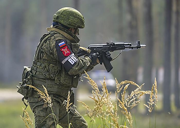 Военные полицейские ЗВО провели ночные стрельбы.