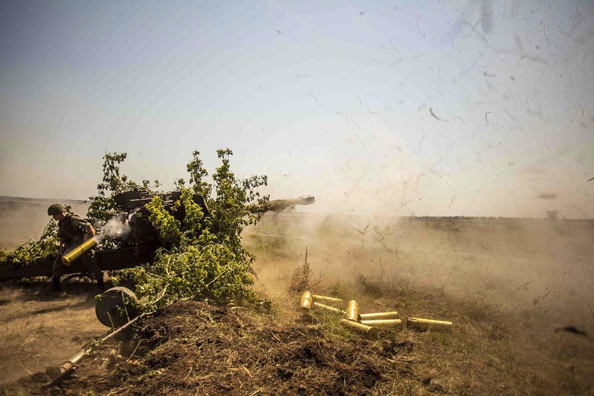 Артиллеристы отработали наиболее эффективный приём поражения целей при помощи взрывателя с замедленным действием.