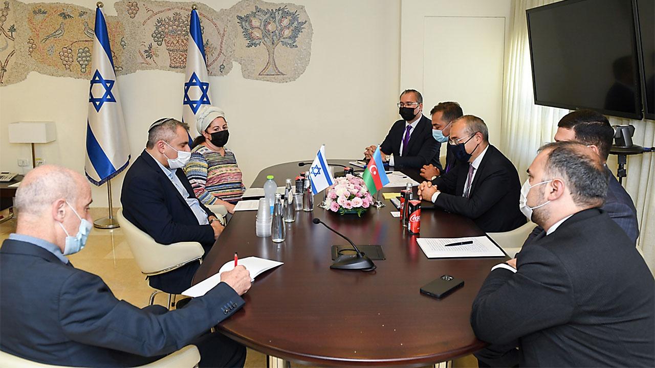 Министр экономики АР Микаил Джаббаров на переговорах с министром строительства и жилищной политики Израиля Зеэвом Элькиным обсудил новые возможности для сотрудничества.