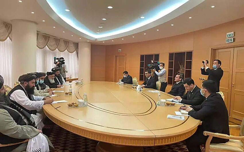 Встреча руководства туркменского внешнеполитического ведомства с делегацией политического офиса движения «Талибан»** в Министерстве иностранных дел Туркменистана. 6 февраля 2021 года.
