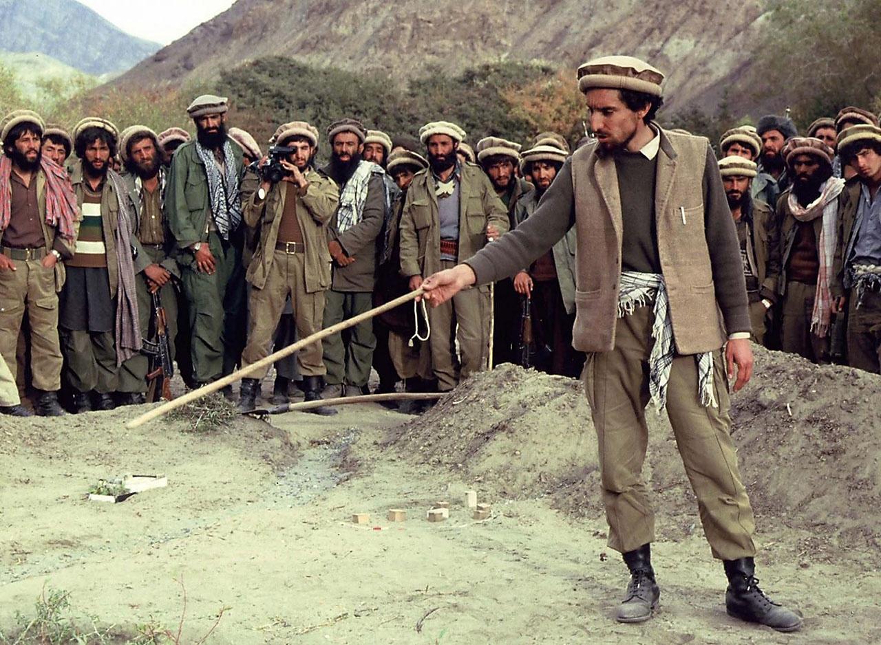 Северный альянс под руководством Ахмад-Шах Масуда в 1996-2001 годах воевал с талибами* в Афганистане.