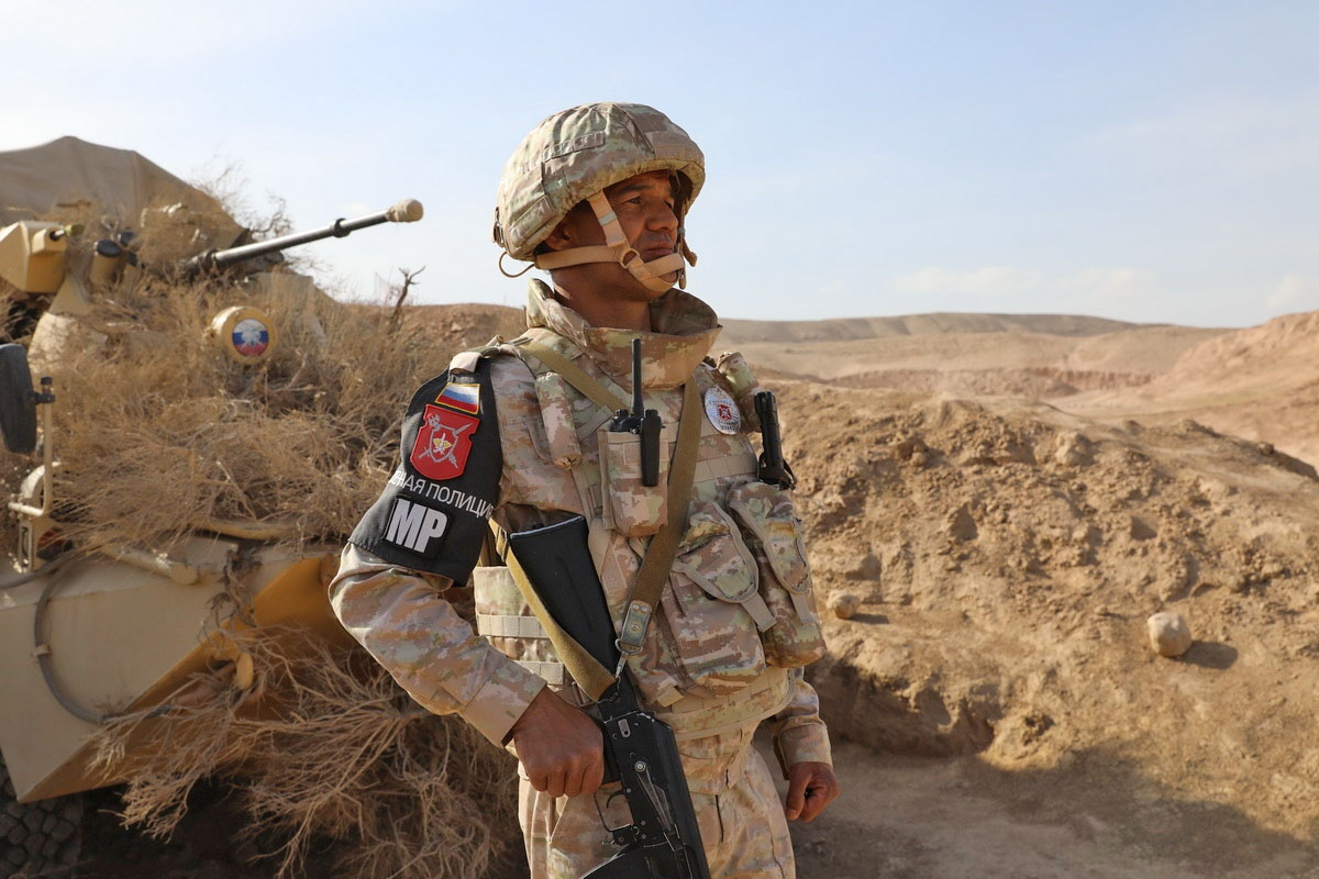 Военнослужащие 201-й военной базы РФ и вооружённых сил Республики Таджикистан взяли под охрану участки государственной границы c Афганистаном.