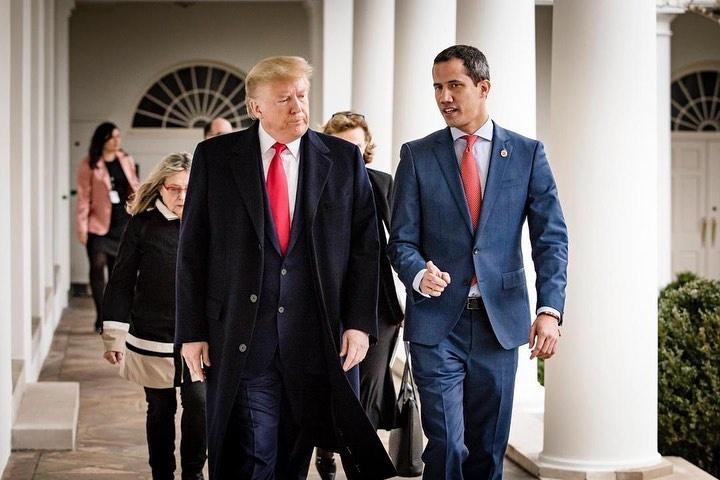 Даже Трамп вскоре разочаровался в Гуайдо и сказал, что он мог бы встретиться с Мадуро.