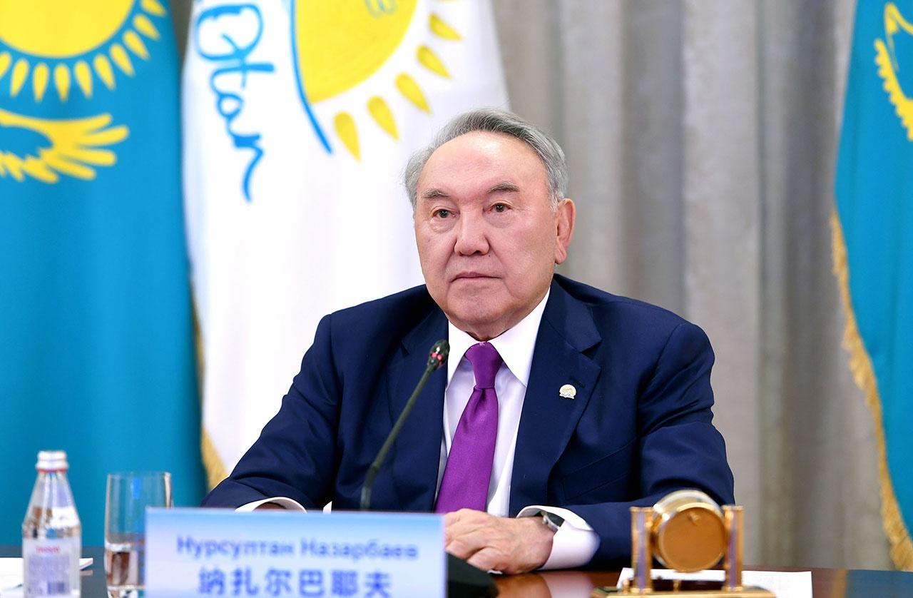 В 2017 году президент Казахстана Нурсултан Назарбаев подписал указ о переходе казахского алфавита с кириллицы на латиницу к 2025 году.