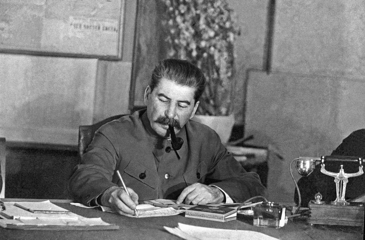 Пока у руля стоял «кровожадный маньяк» Сталин, советская экономика в среднем росла на 13,8% в год.