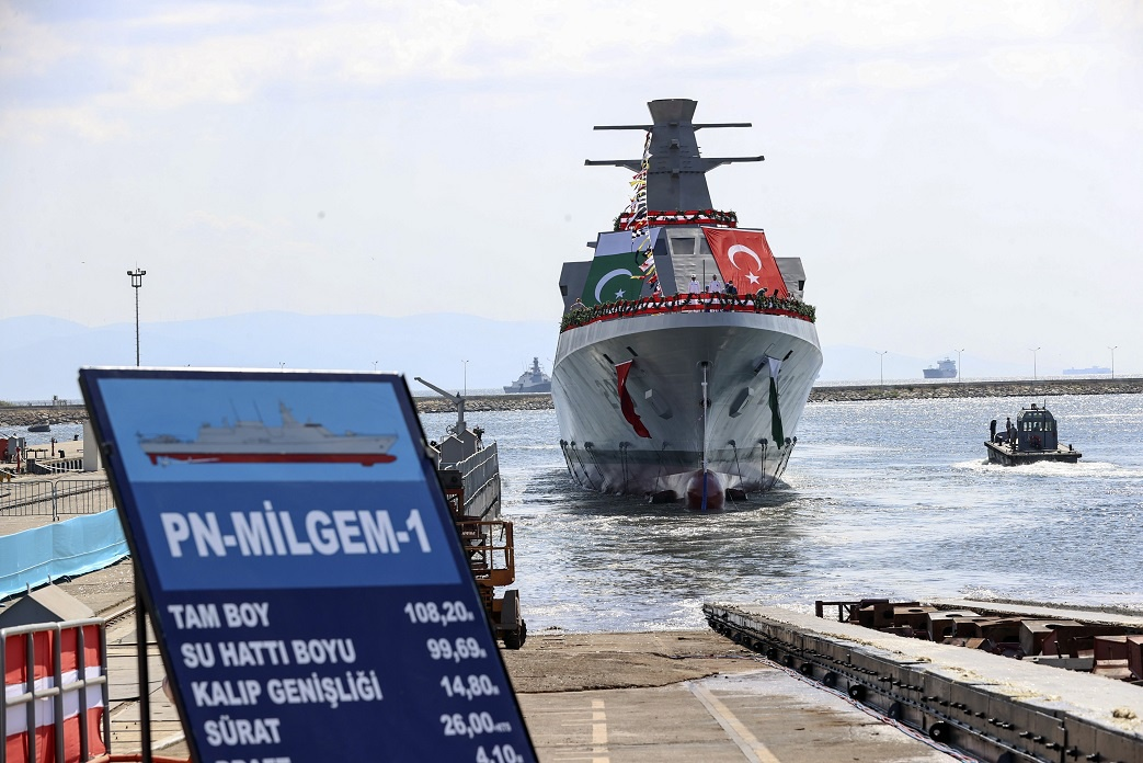 Спуск на воду строящегося на турецкой военно-морской верфи в Стамбуле (Istanbul Naval Shipyard) для ВМС Пакистана первого корвета с бортовым номером F 280 турецкого проекта MILGEM (типа Ada).