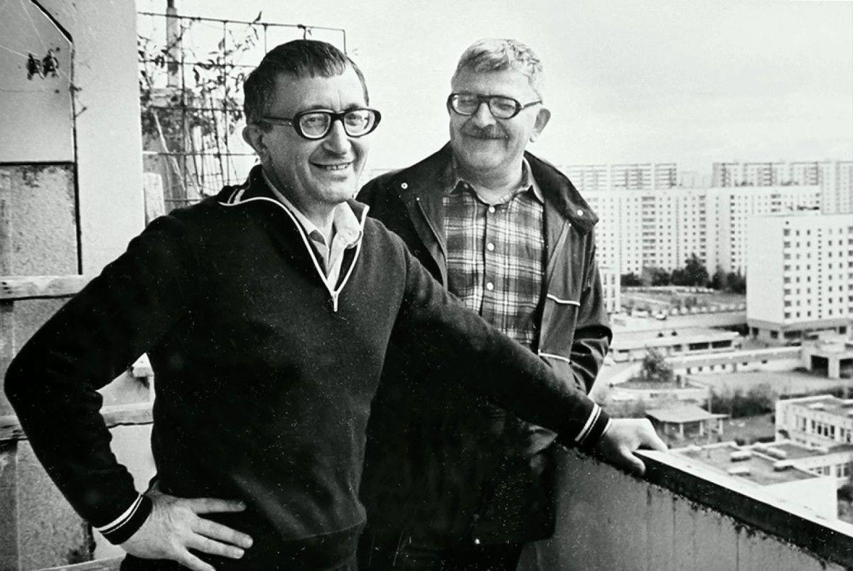 Аркадий и Борис Стругацкие под конец социализма пришли к выводу, что мир «Полдня» не может возникнуть естественным путём.