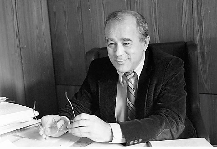 Главный редактор журнала «Огонёк» Виталий Коротич утверждал, что СССР действительно империя зла, развязавшая Вторую мировую войну .
