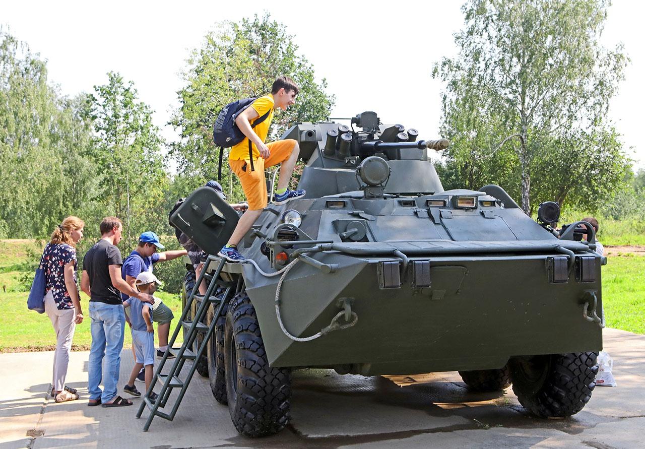 Среди боевых машин выставленных в Ростовской области будут и бронетранспортёры БТР-82А.