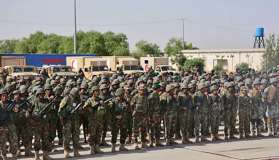 Афганская армия, подготовленная американскими военными инструкторами, не выдержала даже недельного натиска талибов** и разбежалась.