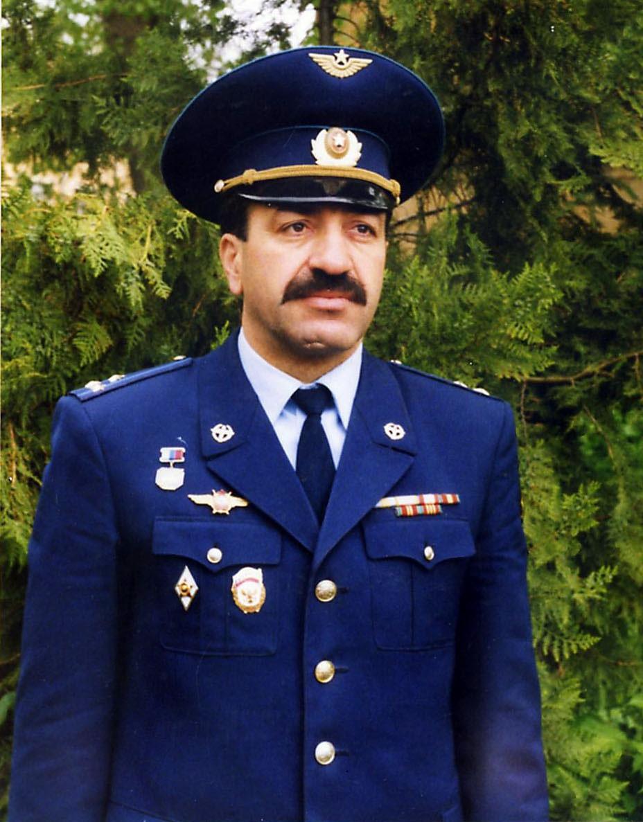 Заслуженный лётчик России Юрий Чолохян.