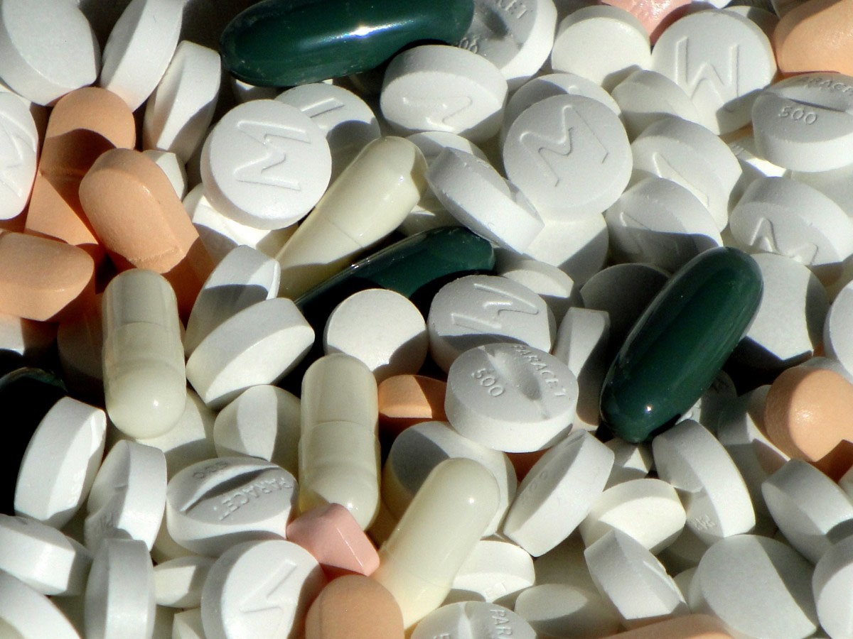Американцы покупают более 50% производимых в мире лекарственных препаратов.