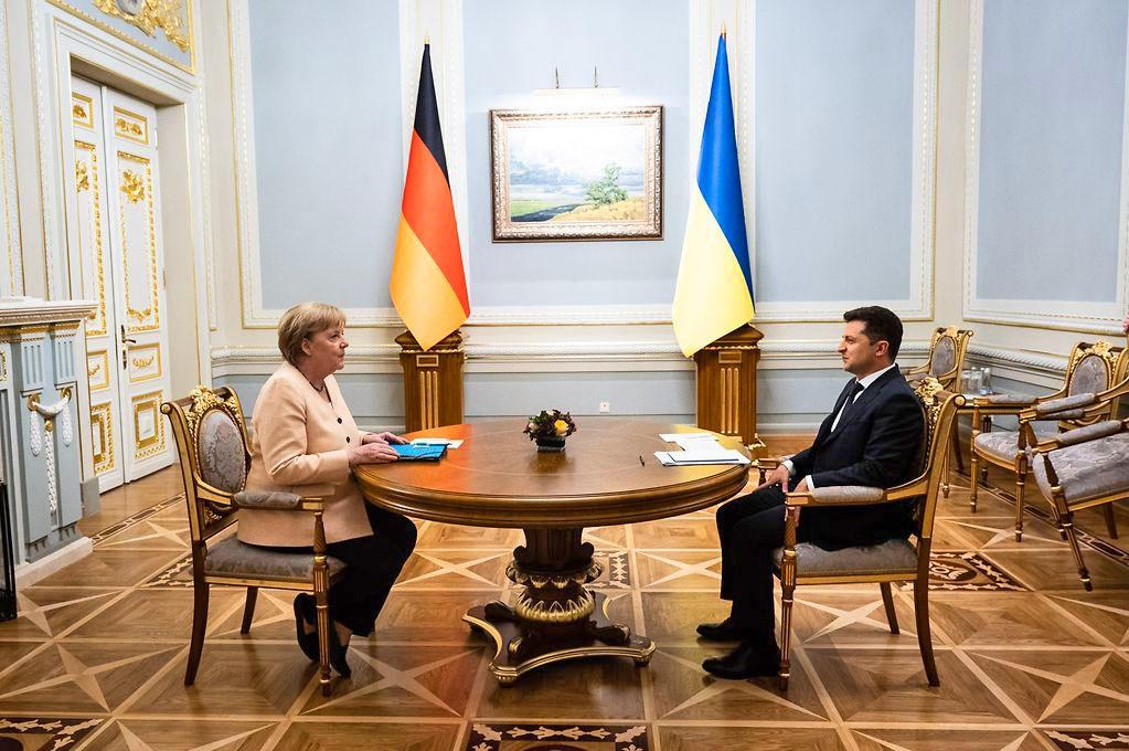 Личная встреча Меркель с Зеленским длилась всего около часа.