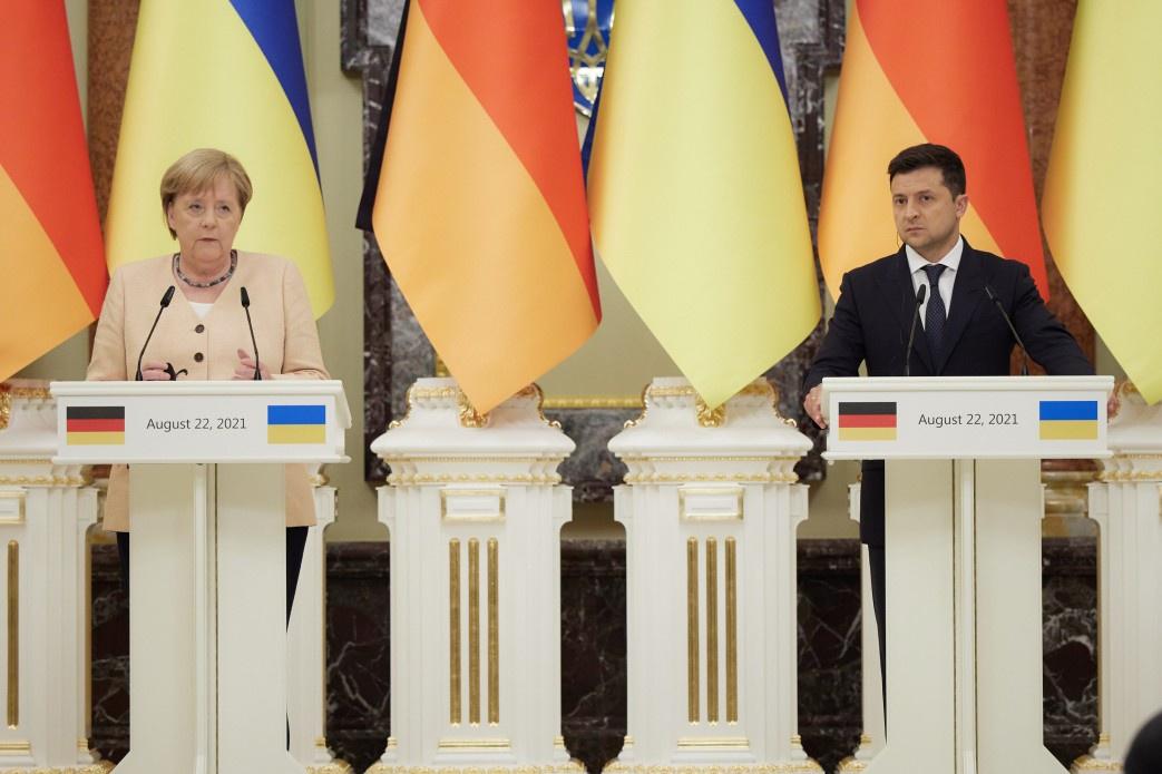 Наставления Ангелы Меркель Зеленский воспринял как личное оскорбление и начал своё недовольство публично демонстрировать.