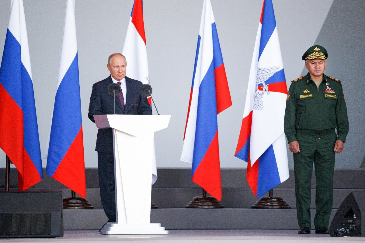Верховный Главнокомандующий Вооружёнными силами России Владимир Путин на открытии форума.