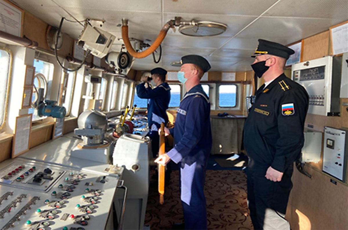 На 5-м курсе практическая часть итоговой аттестации проводится в море, где каждый из аттестуемых демонстрирует навыки в решении навигационных задач.