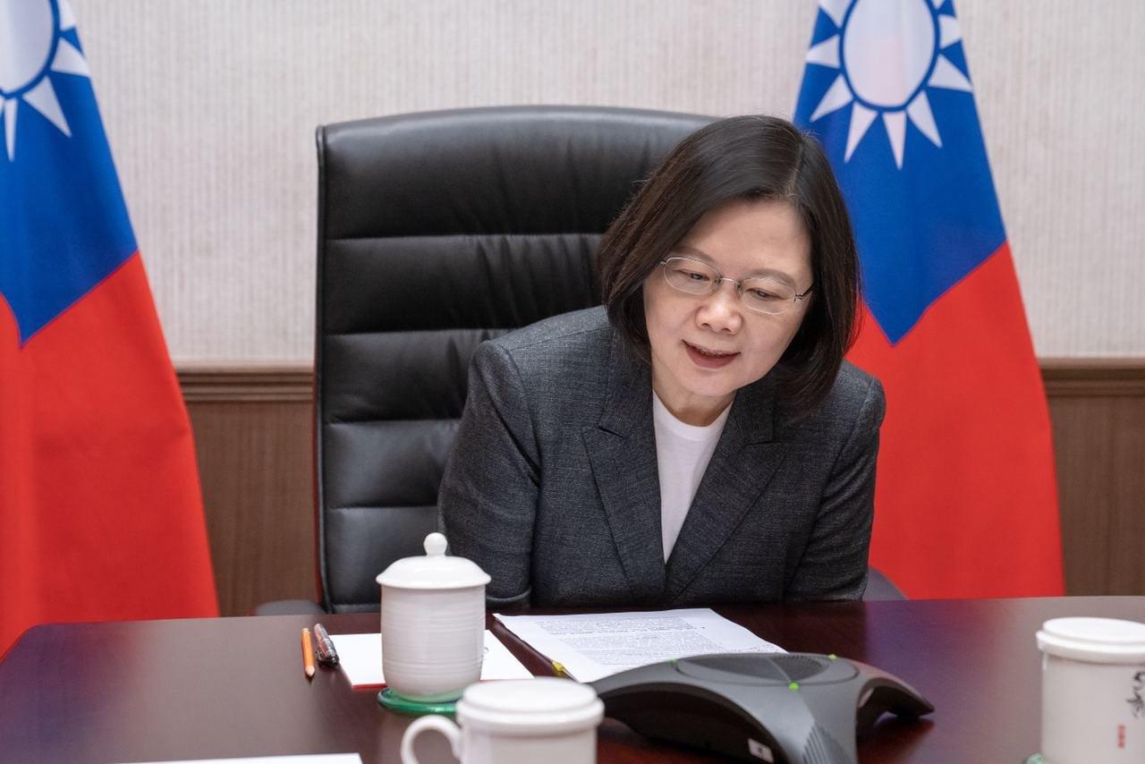 Президент Тайваня Цай Инвэнь заявила, что будет добиваться самостоятельности острова, и с тех пор открыто выступает против сближения с КНР.