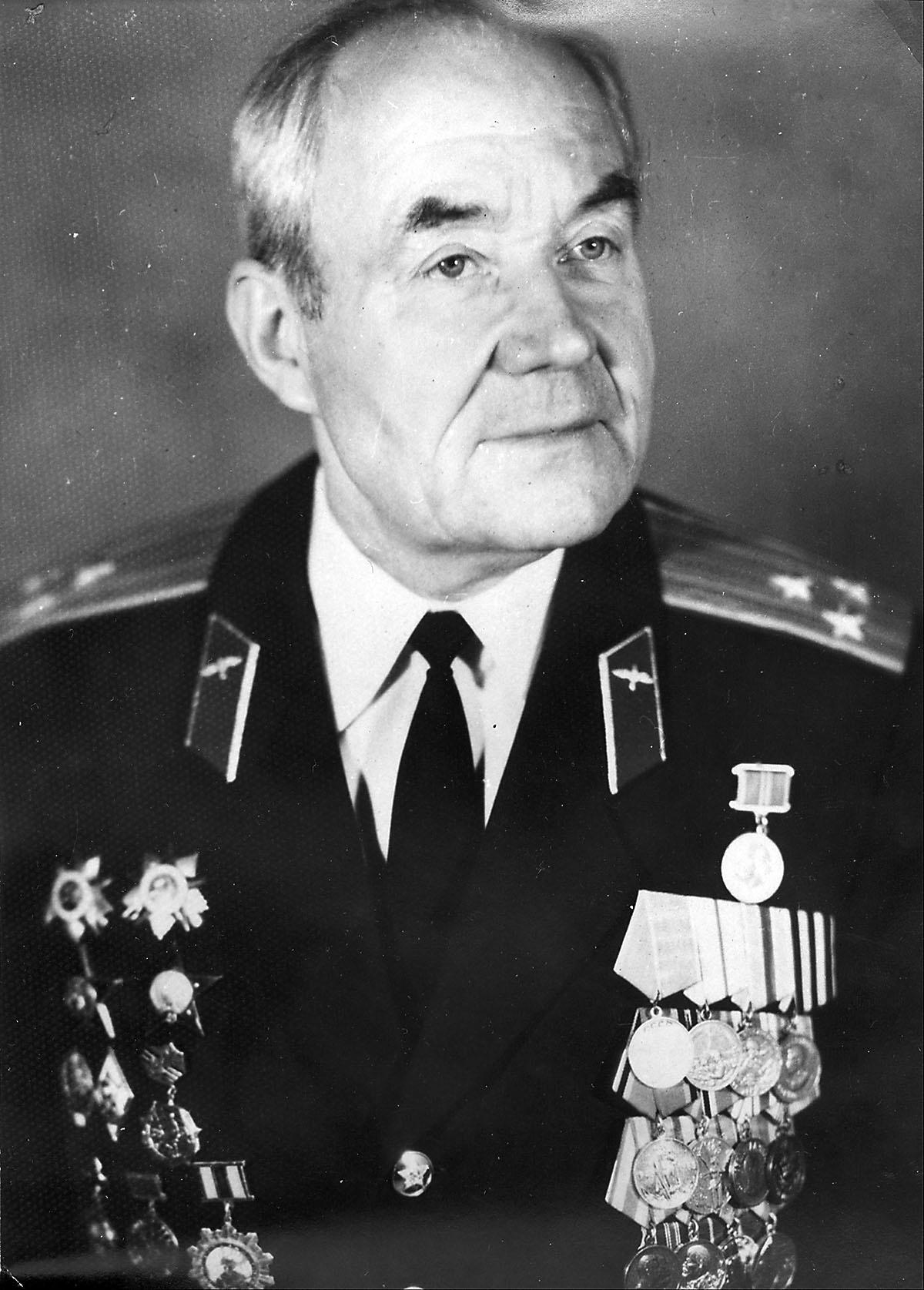 Разведчик-радист Роман Гончар. Это ему удалось передать ультиматум маршала Василевского командованию Квантунской армии.