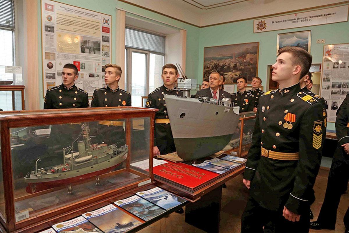 Формирование у курсантов государственно-патриотического сознания является сегодня одной из первоочередных задач в деятельности каждого военно-учебного заведения.