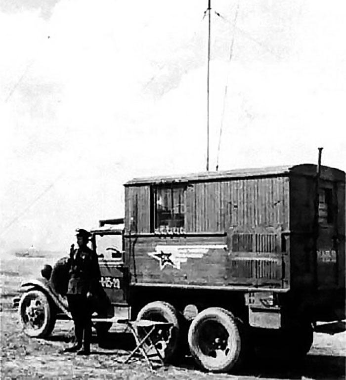 Передвижная радиостанция на базе ГАЗ-АА.