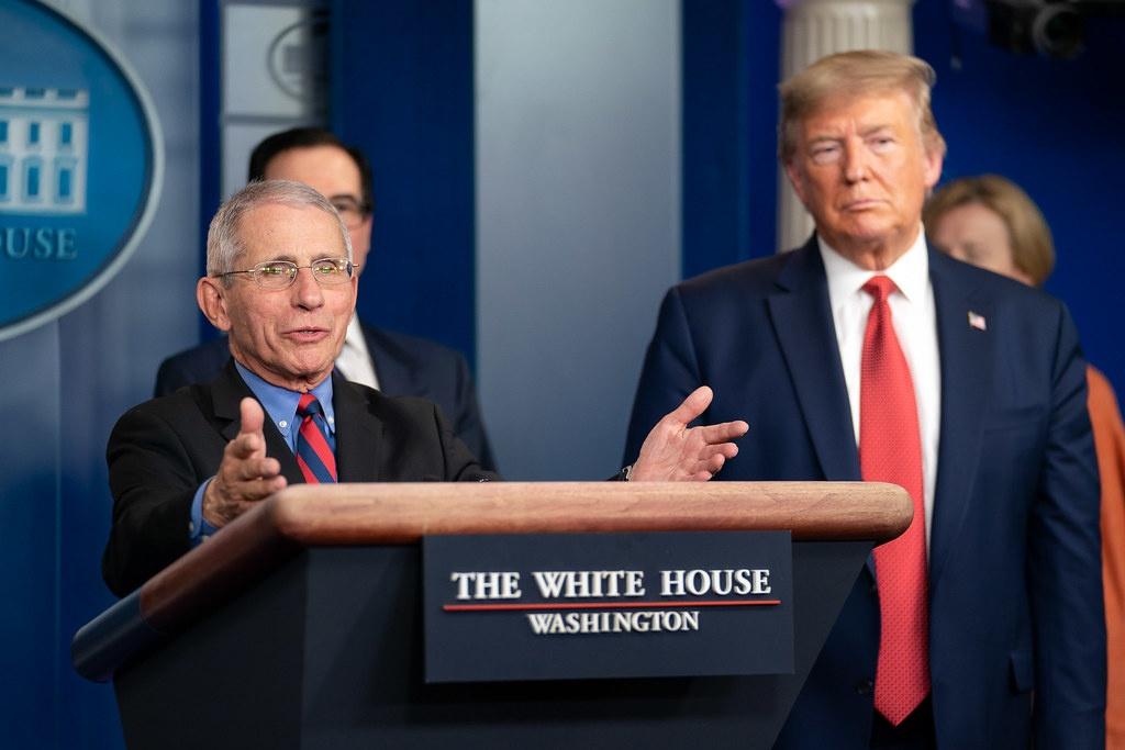 Фаучи давал президенту Трампу необоснованные медицинские советы по вопросам, связанным с пандемией, чтобы подорвать его авторитет.