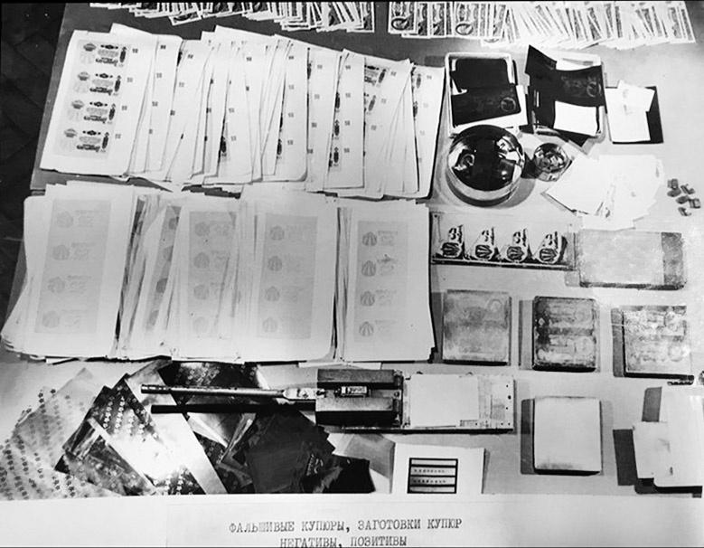 Фальшивые купюры и заготовки. Фото из уголовного дела.