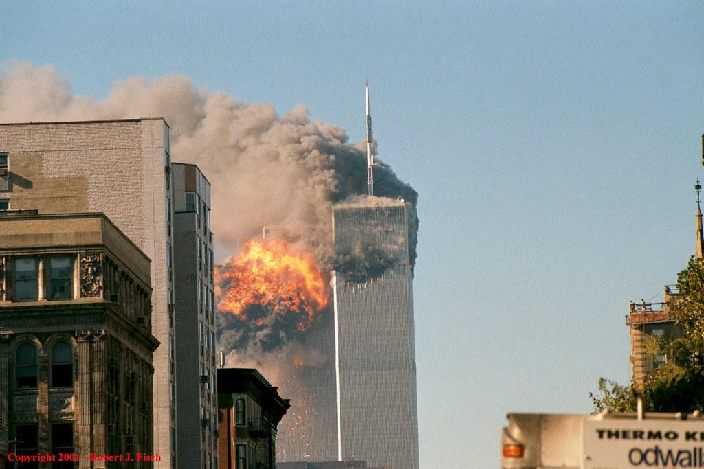 Взращённый американцами монстр-мутант сровнял с землёй Всемирный торговый центр в Нью-Йорке.