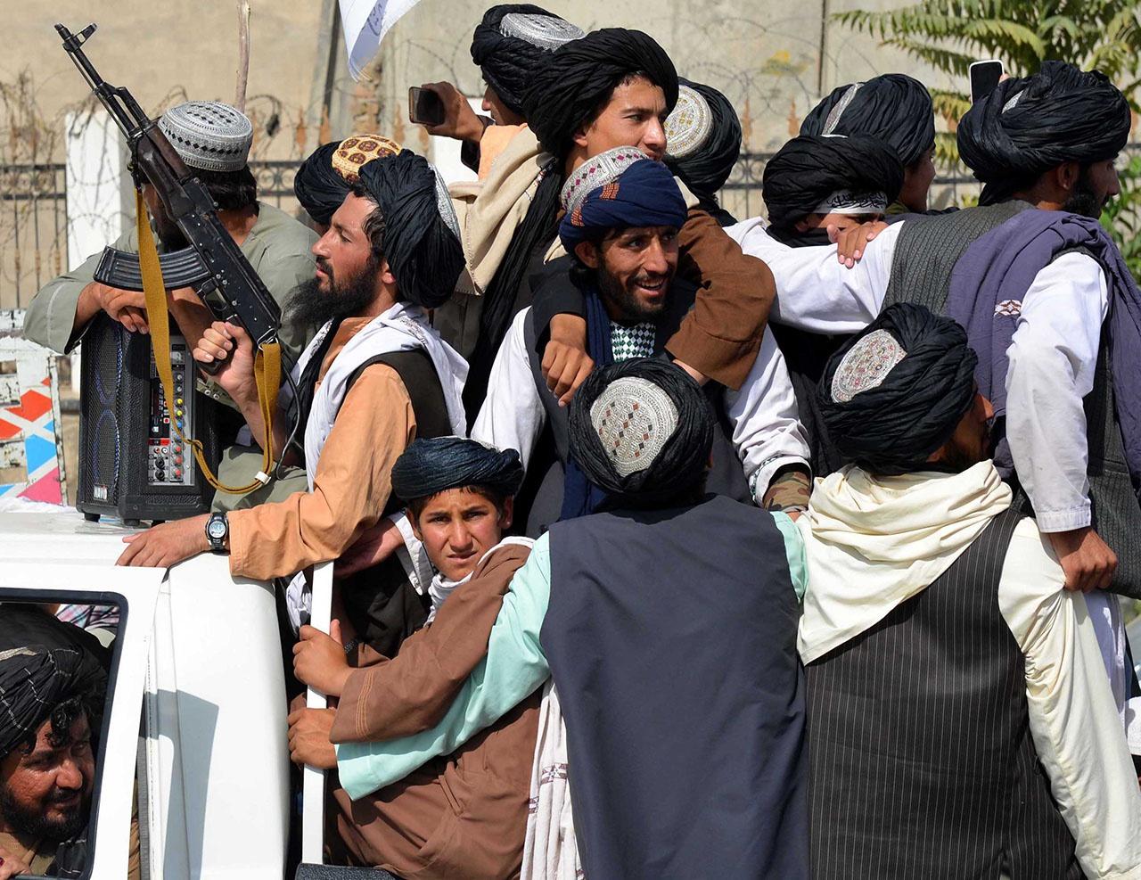 Западная коалиция хочет свалить свой провал 20-летнего присутствия в Афганистане на движение «Талибан».